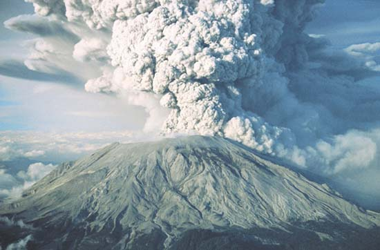 Photo showing the eruption of the Mt. St. Helens volcano